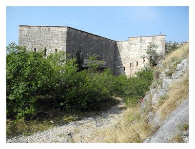 Forte Monte (Mollinary): Der erste Blick auf die Festung vom Parkplatz aus