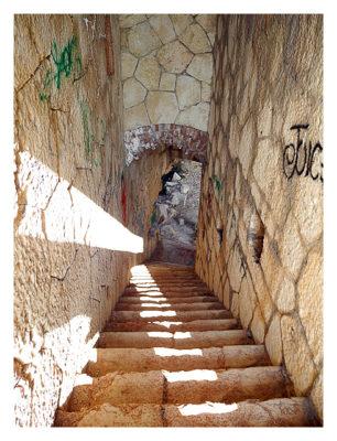 Forte Monte (Mollinary): Die Treppe ins Obergeschoss von oben aufgenommen