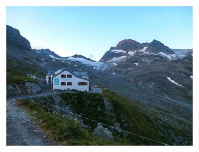 Geocaching in der Silvretta - Wiesbadener Hütte am Morgen