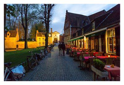 Restaurants vor dem Beginenhof in Brügge