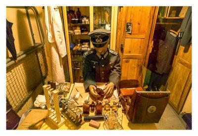 LP: Atlantikwall - Stp Tirpitz (Museum Raversyde) - Szene mit Feldarzt