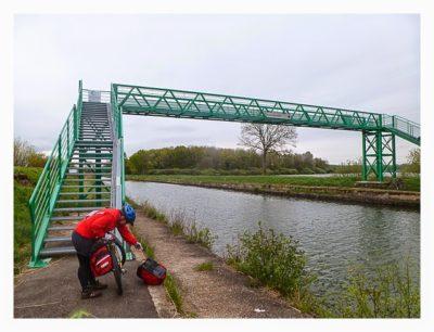 Radtour von Saarbrücken nach Straßburg: Radbrücke über den Kanal