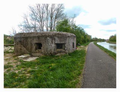 Radtour von Saarbrücken nach Straßburg: Bunker am Kanal