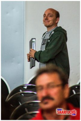 Bernhard Hoecker bei Big Äppel - Bernhard kommt in den Saal