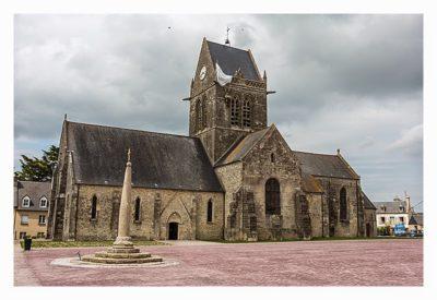 St. Mère Eglise - Kirche mit dem Fallschirmjäger