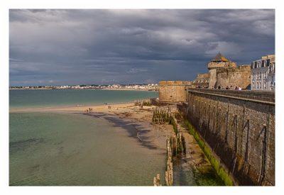 Saint Malo - Blick von der Stadtmauer in die Bucht