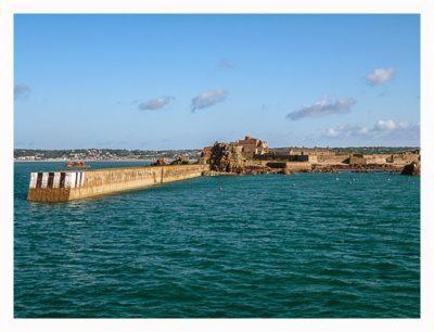 Jersey - Hafeneinfahrt St. Hellier