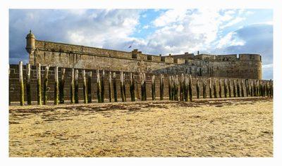 Saint Malo - Geocaching in historischer Kulisse - Stadtmauer von außen
