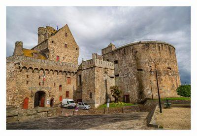 Saint Malo - Geocaching in historischer Kulisse - Burg und Rathaus