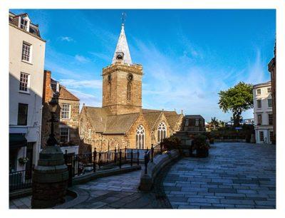 Guernsey - St. Peter Port - Platz vor der Kirche