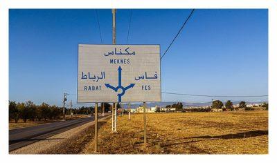 Wegweiser nach Rabat, Meknes und Fes