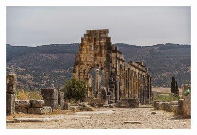 Volubilis - Der Blick von Außen auf die Basilika