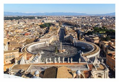Rom: Der Vatikan - Petersdom: Ausblick von der Kuppel auf den Vorplatz