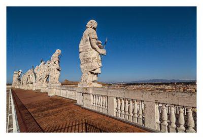 Rom: Der Vatikan - Petersdom: Figuren auf dem Dach