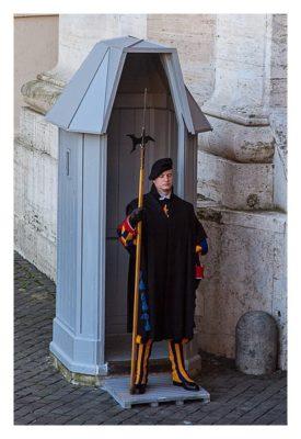 Rom: Der Vatikan - Petersdom: Schweizer Gardist