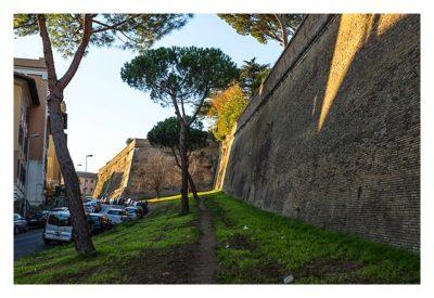 Rom: Der Vatikan - Außenmauer