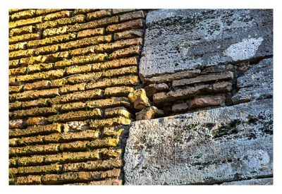Rom: Der Vatikan - Traditional-Cache in der Mauer