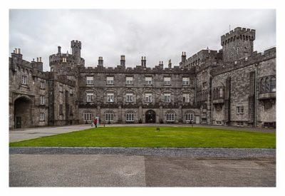 Abendliches Geocaching in Kilkenny - Innenhof des Schlosses
