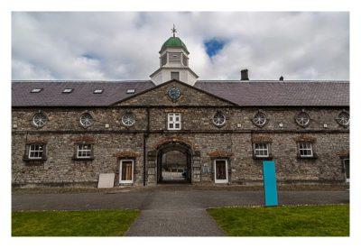 Abendliches Geocaching in Kilkenny - ehemalige Schloss-Stallungen