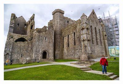 Rock of Cashel - Vor der Kathedrale