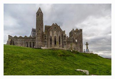 Rock of Cashel - Blick auf den Roundtower