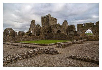 Rock of Cashel - Hore Abbey - die Mauerreste vom Kreuzgang
