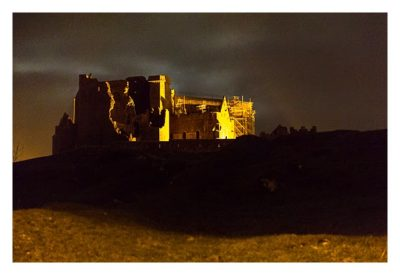 Rock of Cashel - von der Rückseite bei Nacht