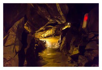 Die Höhle von Mitchelstown - ein enger Gang