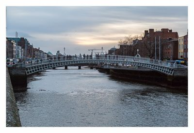 Geocaching in Dublin: Half Penny Bridge