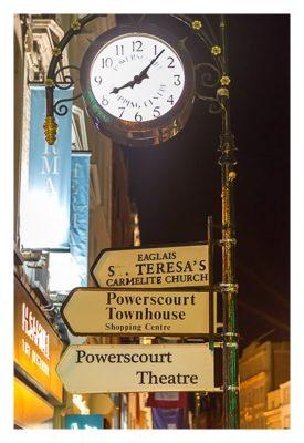 Geocaching in Dublin: Uhr und Wegweiser