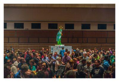 """Geocaching Giga-Event """"Gutenberg 2015"""" - Der Saal ist voll bei der Verlosung"""