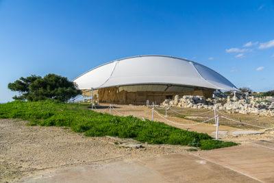 Geocaching auf Malta: Der Süden - die Tempel von ?a?ar Qim und Mnajdra - futuristisches Dach
