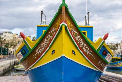 Geocaching auf Malta: Der Süden - Der Hafen von Maxaxlokk: der Bug eines traditionellen Fischerboots