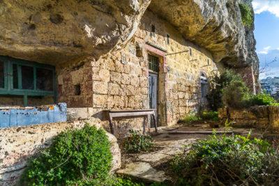 Geocaching auf Malta - verlassene Felsenwohnung