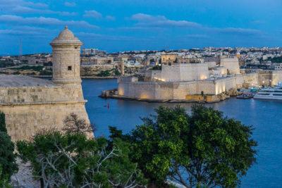 Geocaching auf Malta - Valetta - Die Forts am Abend