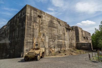 Geocaching & Sightseeing: Das Blockhaus von Éperlecques