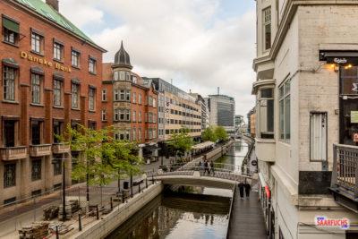 Titelbild: Altstadt in Aarhus mit Promenade am Kanal