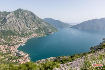 Blick hinunter auf die Bucht von Kotor