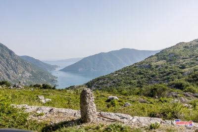 Blick von der Gebirgsstraße in die Bucht von Kotor
