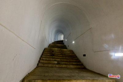 Im Tunnel auf dem Weg zum Njegoš-Mausoleum