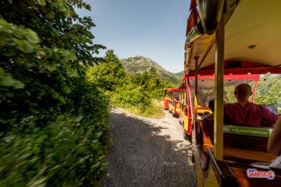 Zugfahrt zur Lipa-Höhle