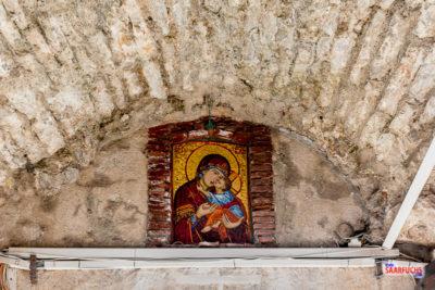 Marienfigur über dem Eingang nach Budva