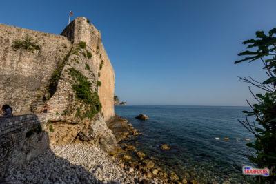 Stadtmauer von Budva am Meer