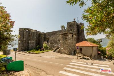Blick auf die obere Festung in Herceg-Novi