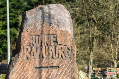Wegweiser zur Ruine Ramburg